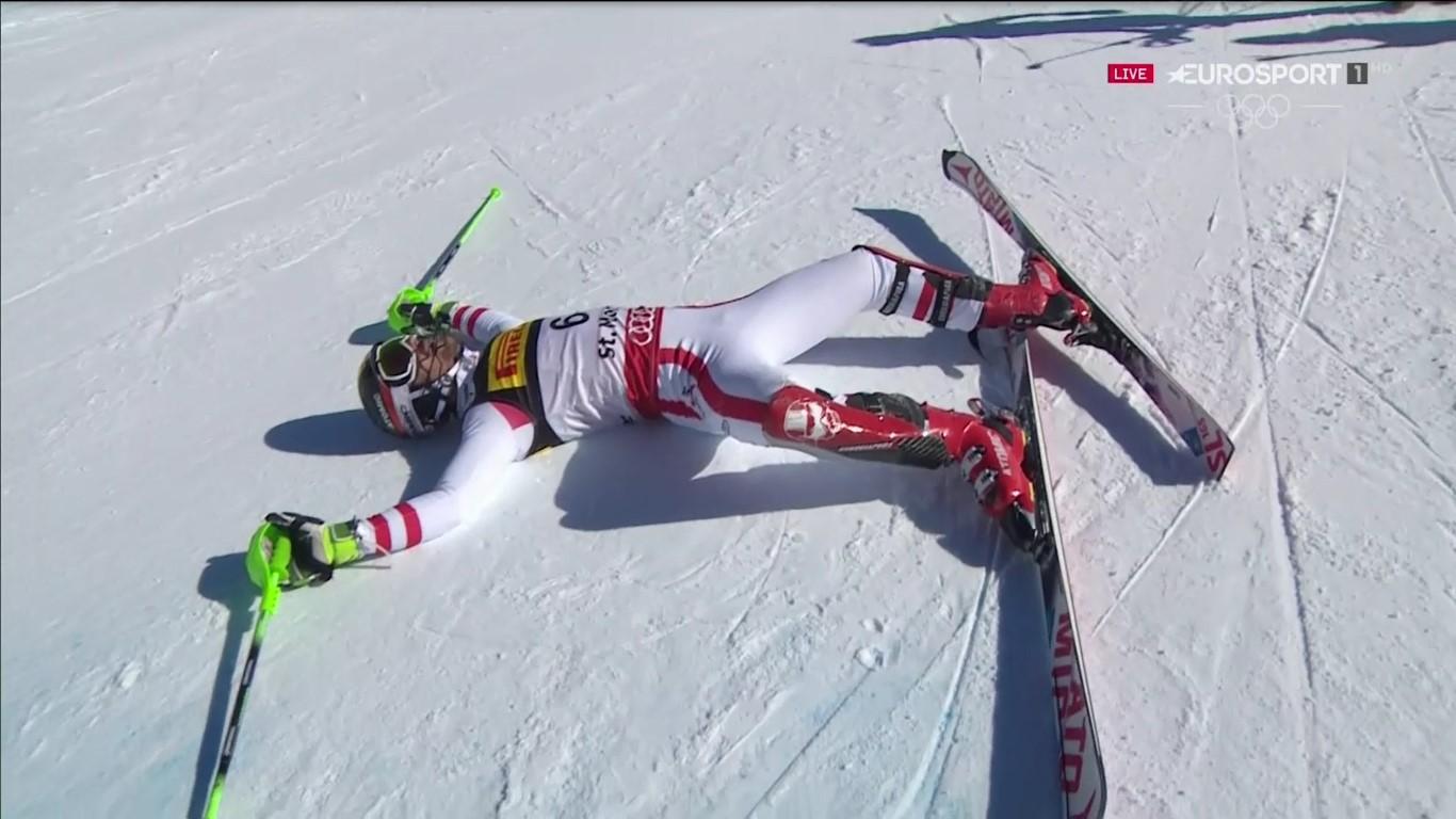 Marcel Hirscher celebra en el suelo su título de campeón del mundo de slalom FOTO: Eurosport