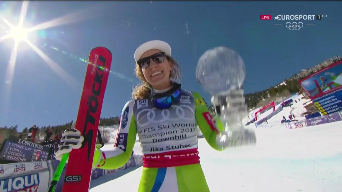 Ilka Stuhec posa feliz con el Globo de descenso obtenido tras su victoria en Aspen FOTO: Eurosport