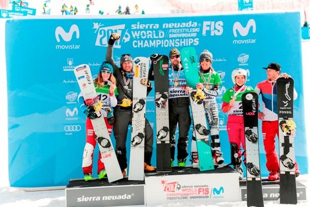 El podio liderado por el austríaco Prommegger y la checa Ledecka