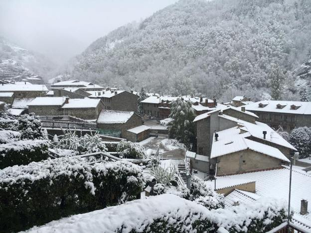 La nieva ha llegado hasta la comarca catalana del Ripollès