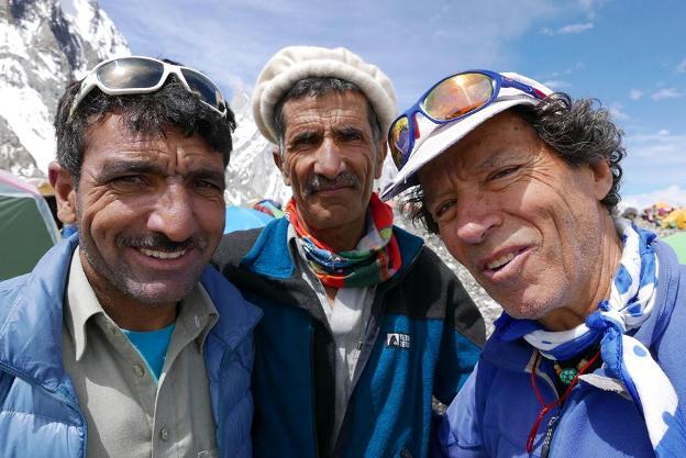 Cadiach y su equipo en el Broad Peak