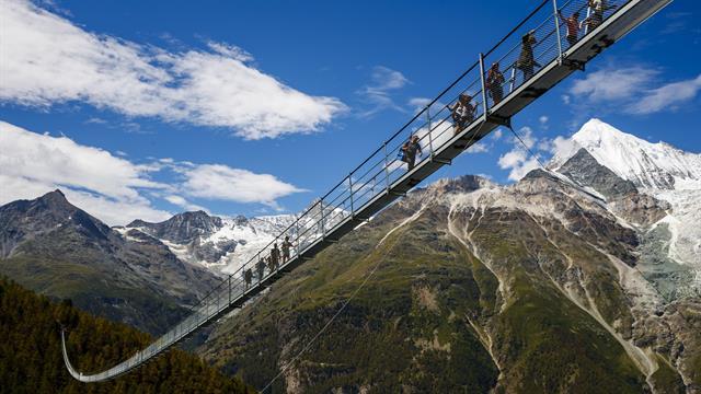 El puente suizo tiene 494 metros de largo y es parte de una ruta de trekking entre Grächen y Zermatt. Foto: AP