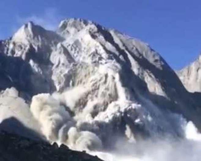 La avalancha ha llegado hasta las inmediaciones de la población de Bondo FOTOS; Blick.ch