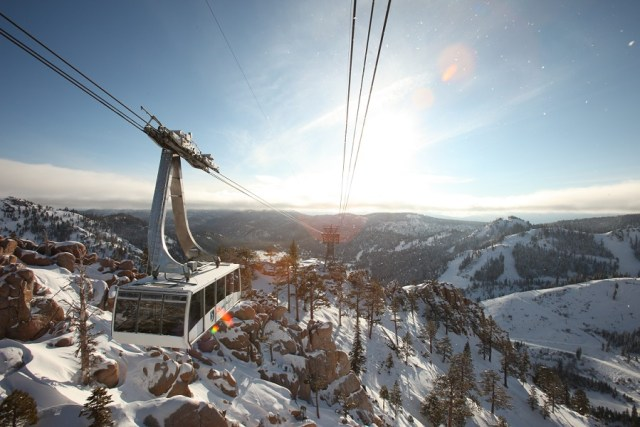 Paisajes de Squaw Valley Mountain Resort en el Olympic Valley, California.