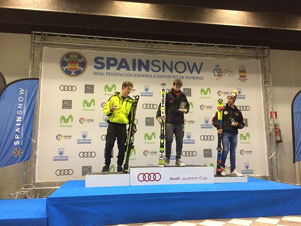 Marc Vilalta (Granuec) se impuso en la final a Octavi Aris (CAEI). La tercera plaza fue para Alvaro Mata (CEJCA) FOTO: La catalana Arrieta Rodríguez (CEVA) subió a lo más alto del podio acompañada de Jana Suau (CAEI) y de Eugenia Brotons (CEVA) FOTO: RFEDI Spainsnow