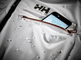 El Life Pocket de Helly Hansen mantiene cargada la batería y aguanta temperaturas de hasta -30 grados