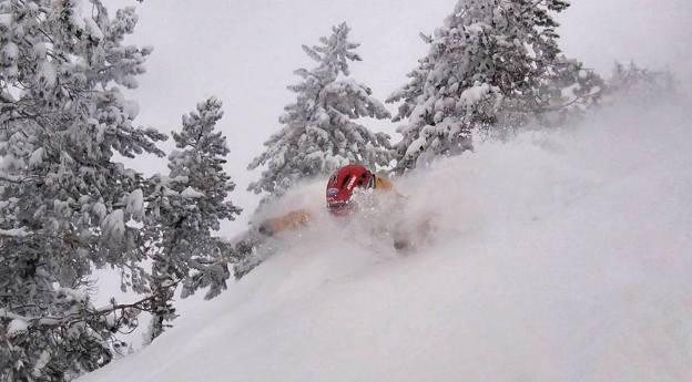 El rider Aymar Navarro no pierde el tiempo y, con la estación de Baqueira Beret todavía cerrada, ya ha testado la nieve