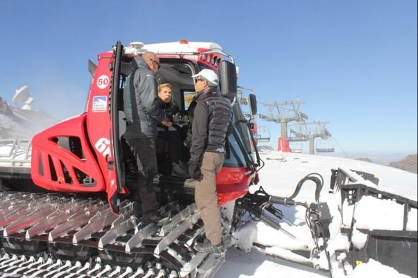 Las máquinas del centro invernal trabajan a todo trapa para la apertura