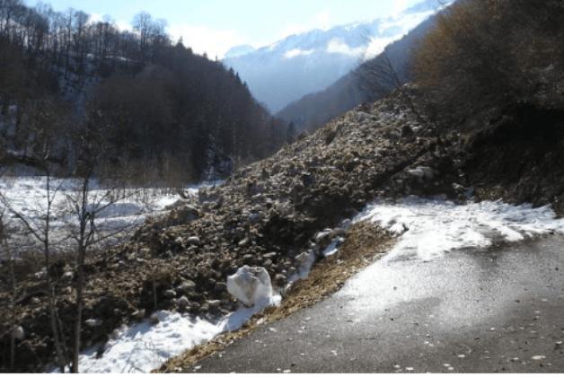 El alud se produjo en una pista forestal