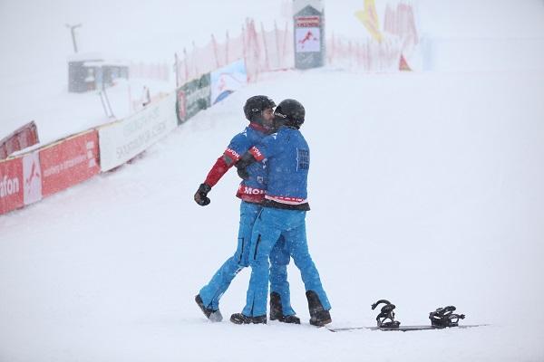 Regino y Lucas celebran su victoria por equipos en Montafon. Ahora, junto a Laro Herrero, quieren brillar en la prueba individual de Cervinia