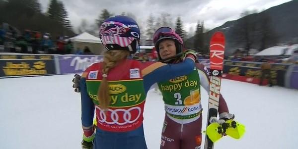 "Frida Hansdotter felicita a Mikaela Shiffrin tras perder por 1""64 el slalom de Kranjska Gora"