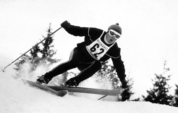 Antonio Campañá, en la imagen compitiendo en Kitzbuehel, ha esquiado por casi todo el mundo. Pero siempre vuelve a La Molina