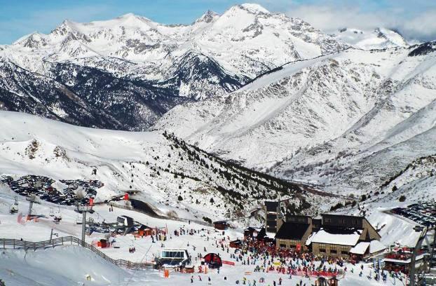 Al igual que sus vecinas pirenaicas, las pistas de Boí Taüll han acaparado un importante grueso de esquiadores durante las fiestas de Navidad