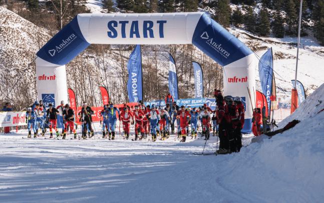 Salida de la Vertical Race, correspondiente a la Copa del Mundo de esquí de montaña Font Blanca