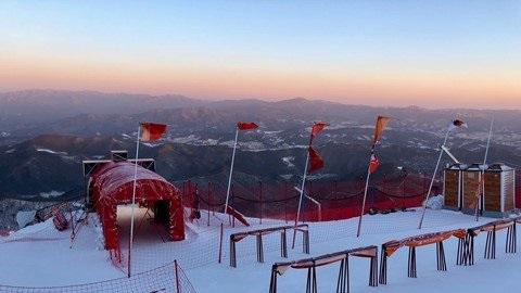 El fuerte viento ha obligado a suspender el debut del esquí alpino en Pyeongchang por segundo día consectuvo FOTO: @fisalpine