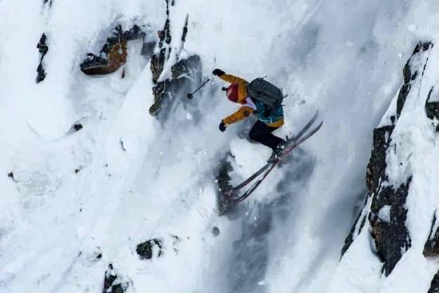 Aymar durante el descenso, después de haberse roto parcialmente el ligamento lateral la semana pasada