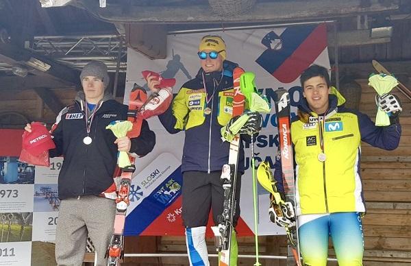 Juan del Campo, en el podio junto a Stefan Hadalin y Filip Zubcic. FOTO: RFEDI