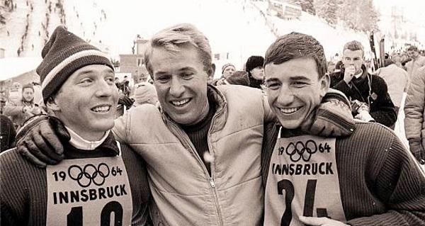 Bob Beattie, en el centro, junto a Billy Kidd a la izquierda y Jimmie Heuga en los Juegos de Innsbruck 1964 FOTO: US ski and snowboard