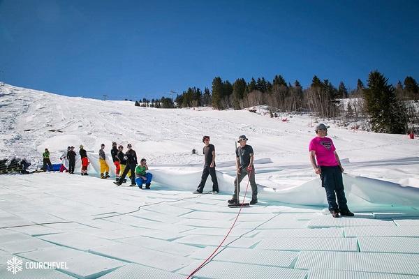 A lo largo de tres días se ha trabajado en Courchevel para almacenar veinte mil metros cúbicos de nieve FOTO: @courchevel