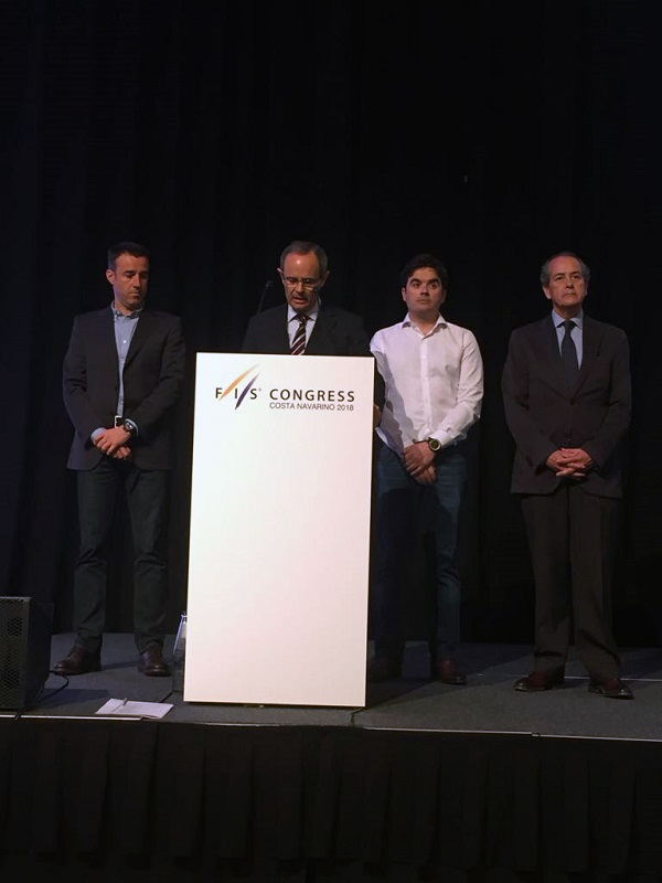 Eduardo Valenzuela se dirige al Congreso de la FIS reunido en Costa Navarino FOTO: ©RFEDI-Spainsnow