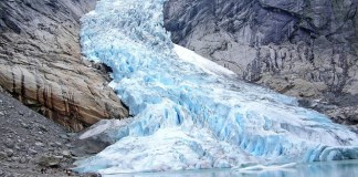 El glaciar es una masa de nieve comprimida formada a lo largo de miles de años