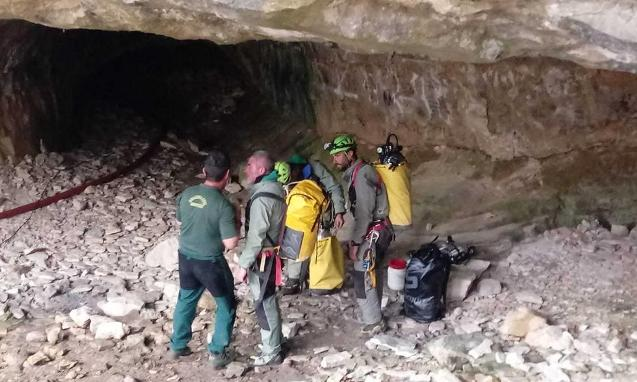 Operativo de la Guardia Civil en una cueva de la Sierra de Albarracín FOTO: Guardia Civil