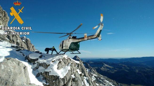 El equipo de rescate de montaña evacuó domingo pasado a una persona lesionada en el pico Curavacas (Palencia).