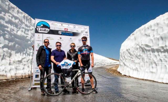 Los ciclista pedalearán entre paredes de nieve