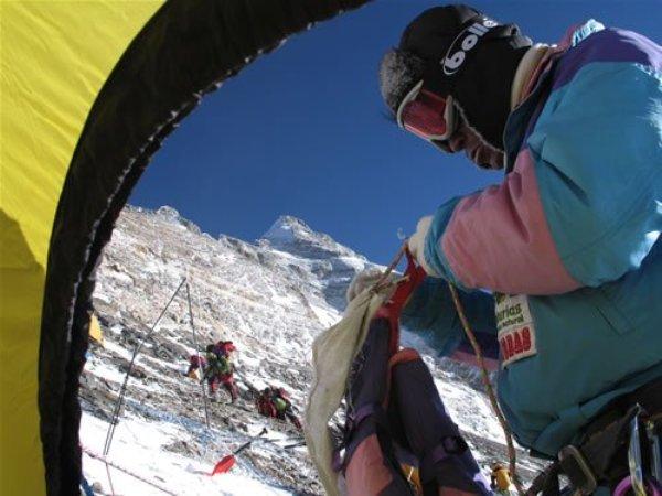 La alpinista asturiana en otra de sus expediciones