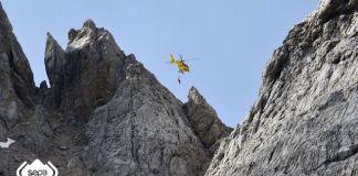 El hombre sufrió una caída, de unos 60 metros, cuando descendía de la Torre de San María de Enol