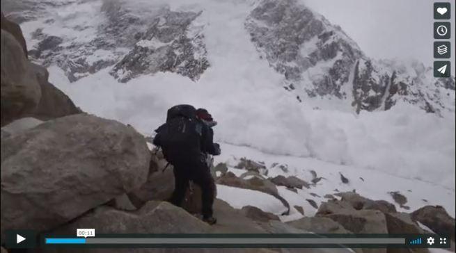Los fotógrafos Bretó y Roses graban la gran avalancha cuando se acercaba a ellos