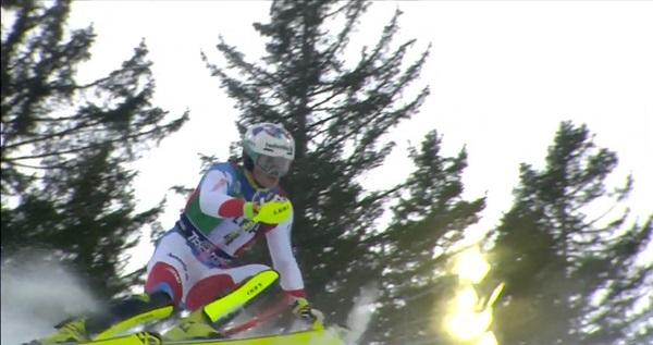 Daniel Yule se ha llevado una victoria sorpresa, su primera en la Copa del Mundo, en el slalom de Madonna di Campiglio.