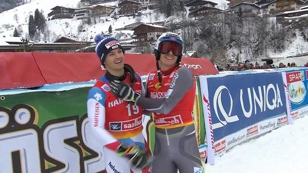 Loic Meillard y Henrik Kristoffersen, felices por subir al podio. Ganar a Hirscher no ha estado a su alcance.