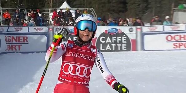 Nicole Schmidhofer celebra su mejor tiempo. La alegría le duró hasta el final y logró el doblete