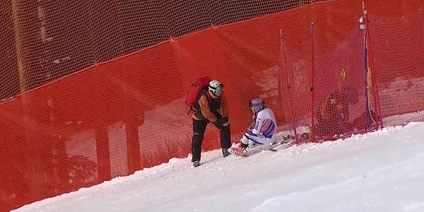 Tessa Worley tras caerse en el super G de Lake Louise