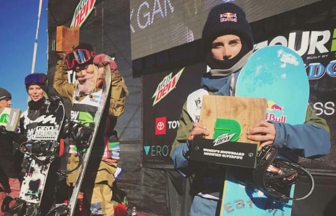 El podio al completo con Cloe Kim, Maddie Mastro y Queralt Castellet