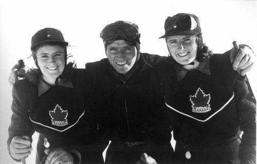 El francés Emile Allais, un revolucionario del esquí, entrenó a las gemelas Wurtele. FOTO: www.skimuseum.ca