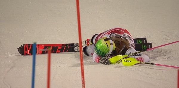 Katharina Liensberger se ha ido al suelo cuando llevaba el mejor tiempo.
