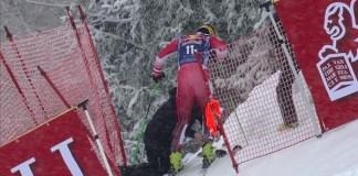 Max Franz, en el momento de abandonar el descenso de Kitzbuehel.