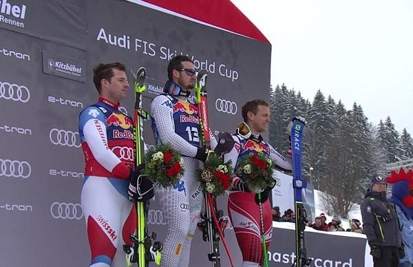 Dominik Paris, en el podio junto a Beat Feuz (tercera vez que acaba segundo) y Otmar Stiedinger.