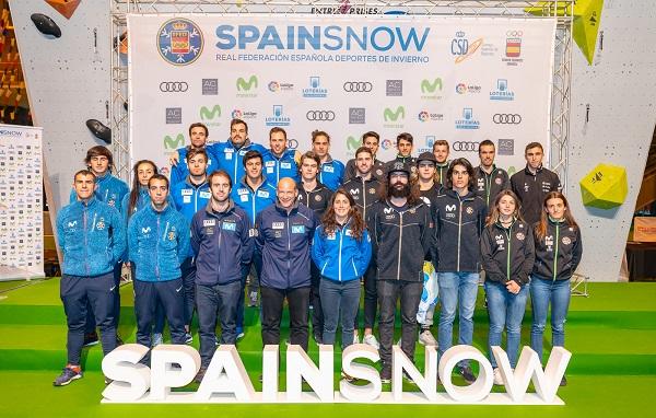 Foto de grupo de los deportistas de los diferentes equipos de la RFEDI. FOTO: RFEDI-Spainsnow