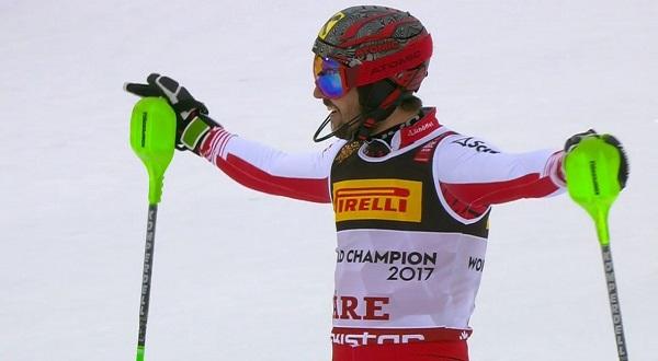 Marcel Hirscher tras cruzar la meta del slalom del Mundial de Are, donde ha revalidado su título de campeón del mundo de la especialidad.