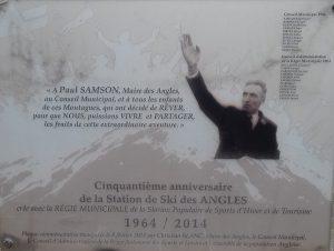 Placa de agradacemiento a Paul Samson y a su Ayuntamiento. FOTO: Nueveaventura.