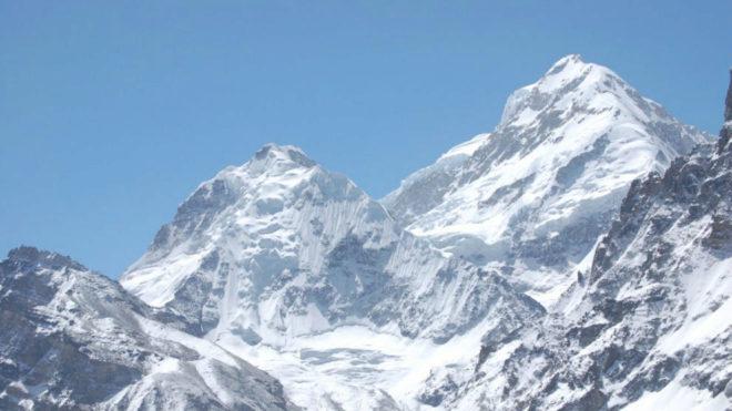 El Kanchenjunga desde una de sus caras, donde han perdido la vida dos alpinistas