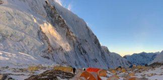 El alpinista se recupera en el campo base del Everest
