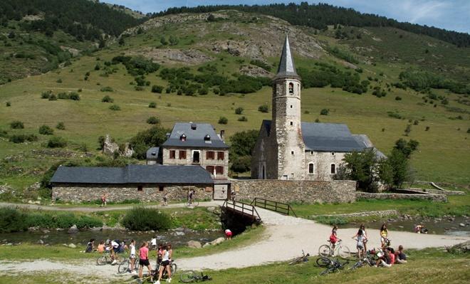 Montgarri se convierte en parada obligatoria de ciclistas y senderistas