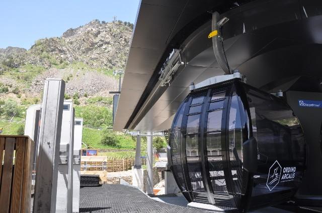 Vista del telecabina panorámico de la estación andorrana