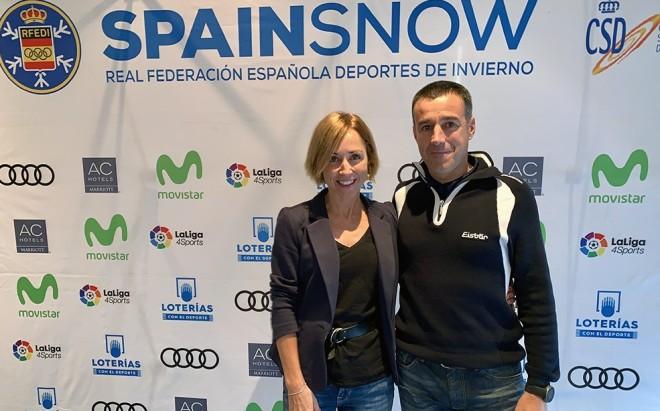 Paula Fernández-Ochoa con el presidente de la RFEDI, May Peus