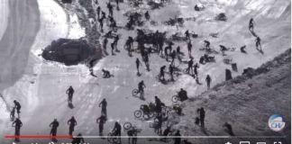Choque masivo de los ciclistas durante la salida del Mountain of Hell de Les 2 Alpes