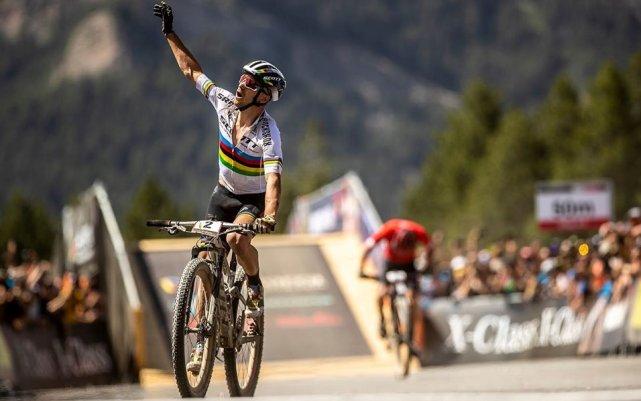 El suizo a su llegada a la meta en la prueba de Cross-Country